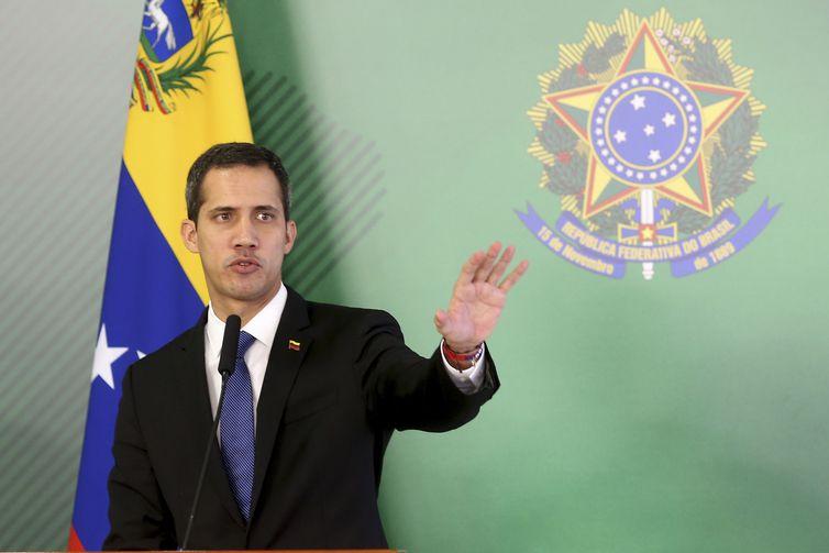 Parlamento, favorável a Maduro, suspende imunidade de Guaidó
