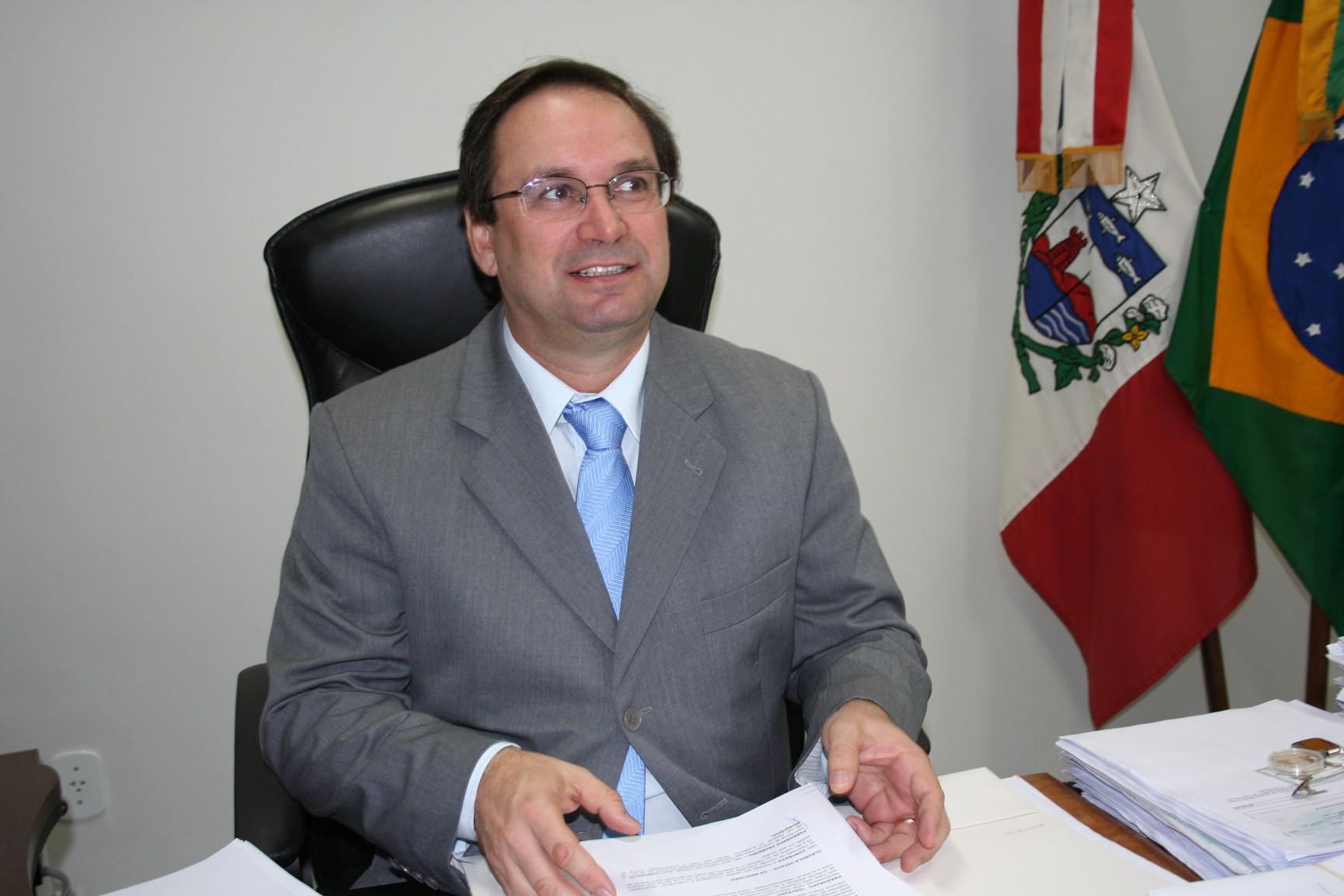 Luciano Barbosa é exonerado da Educação e assume governo de AL
