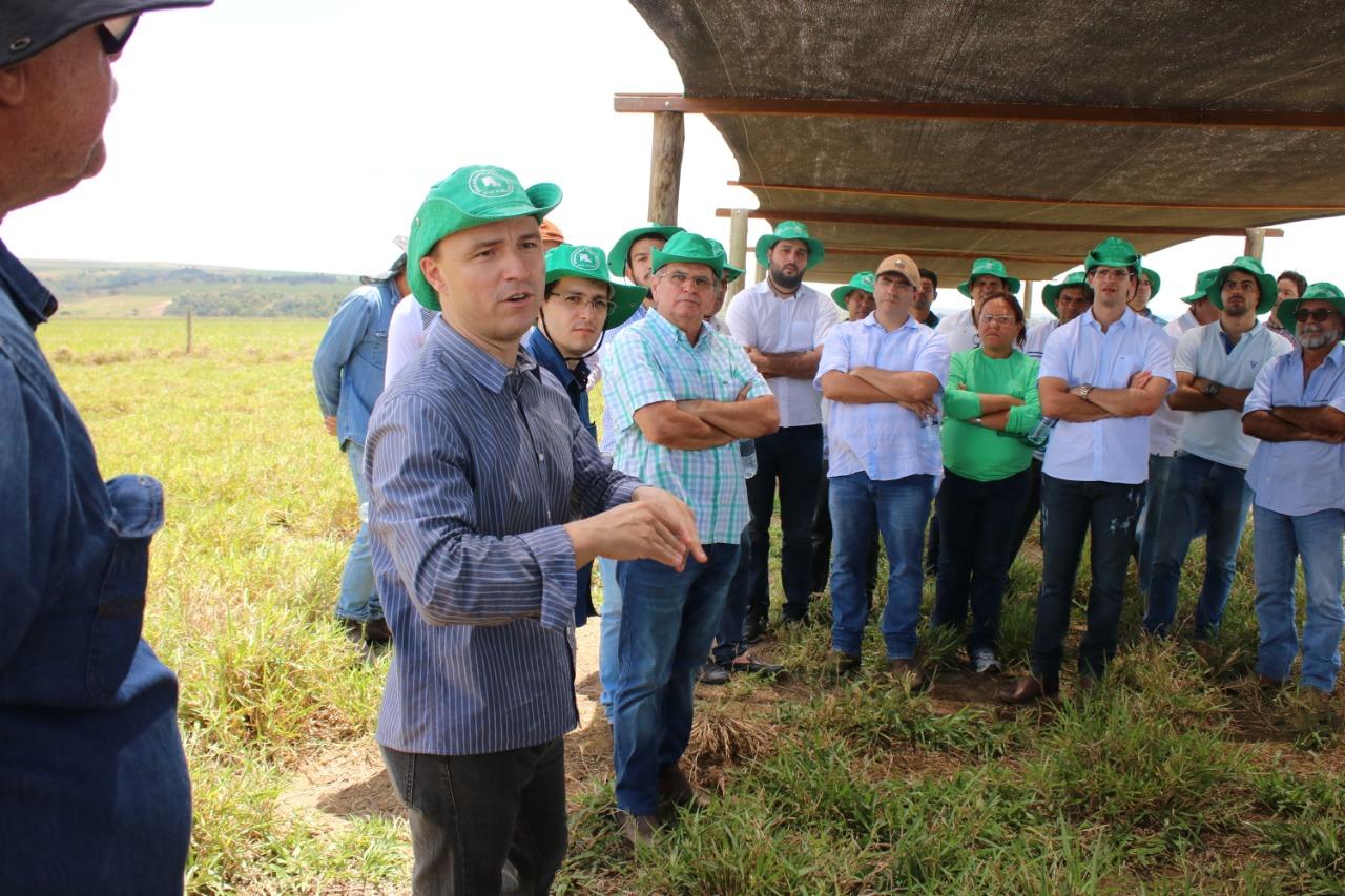 Produtores rurais da oitava turma do Mais Pasto participam de visita técnica