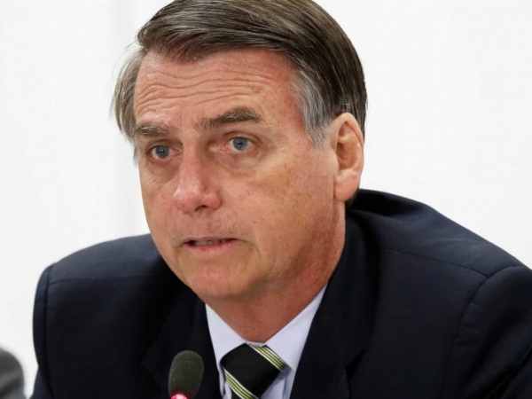 "Bolsonaro encerra entrevista dizendo ""pergunta idiota"""