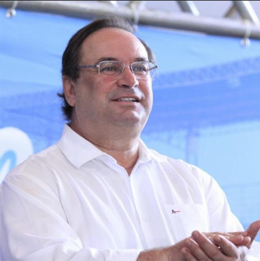 Luciano Barbosa assume governo provisório de Alagoas