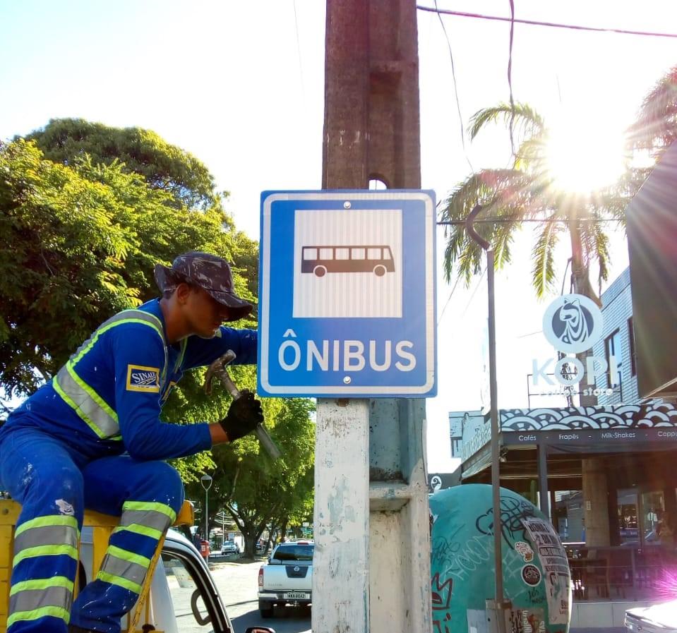 Prefeitura melhora sinalização na Jatiúca e Serraria