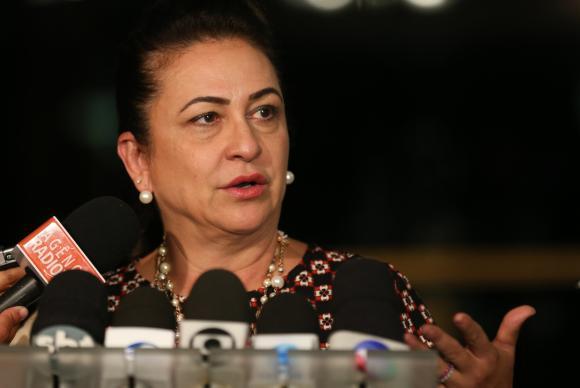 Afastamento de Katia Abreu de funções partidárias é lido no plenário do Senado