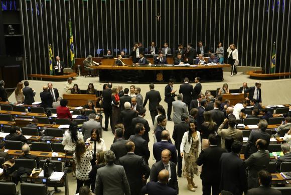 Texto-base de PEC aprovada em 2º turno na Câmara prevê fim de coligações em 2020