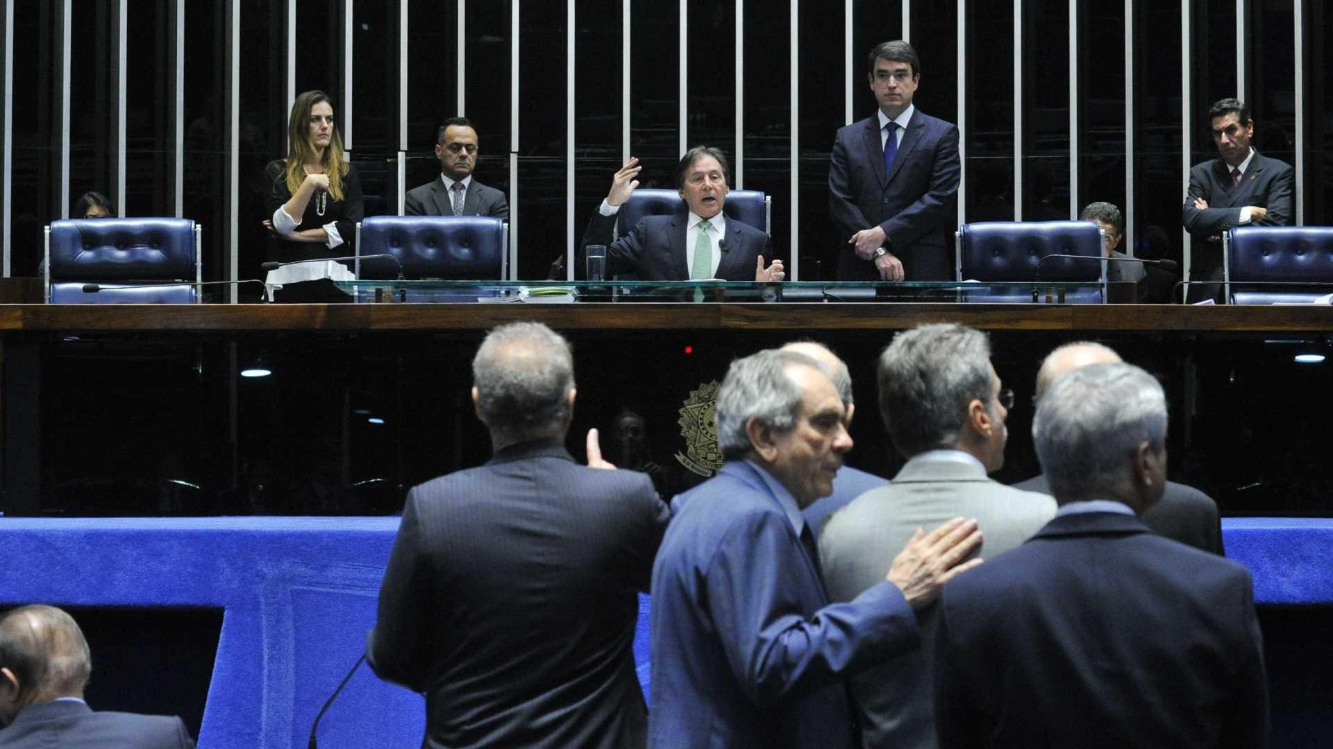 Senadores aprovam pedido para que plenário revise decisão do STF sobre Aécio
