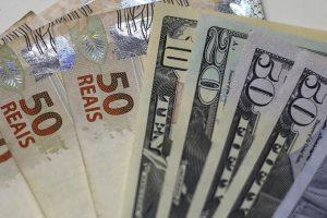 Dólar cai abaixo de R$ 3,10 com otimismo de investidores