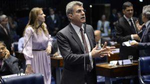 Jucá propõe fundo eleitoral com verba de propaganda, multas e emendas