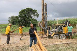 Perfuração de poços artesianos beneficia agricultores da zona rural de Arapiraca