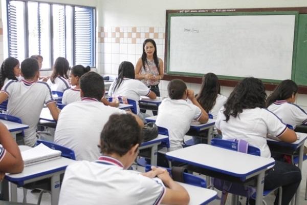 Governo de Alagoas vai implantar novo piso salarial do professor