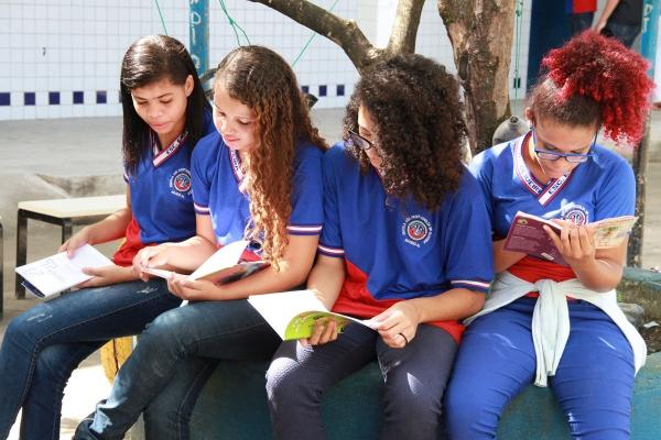 Campanha Doe livros estimula o hábito da leitura em alunos da rede pública