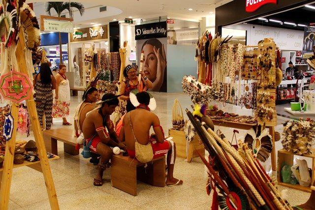 Exposição em shopping leva arte indígena para população de Alagoas