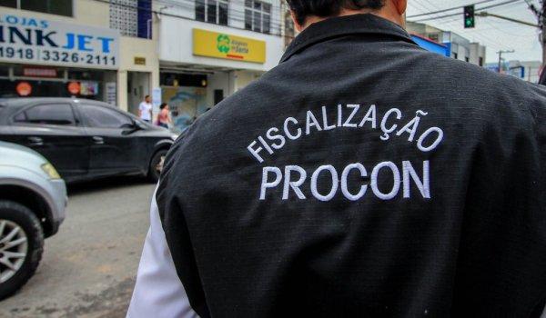 Ação do Procon fiscaliza casas de empréstimo em Maceió