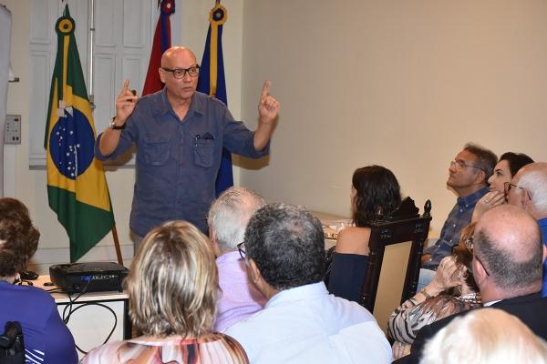 Trabalho do alagoano Carlos de Gusmão é discutido na Academia de Letras
