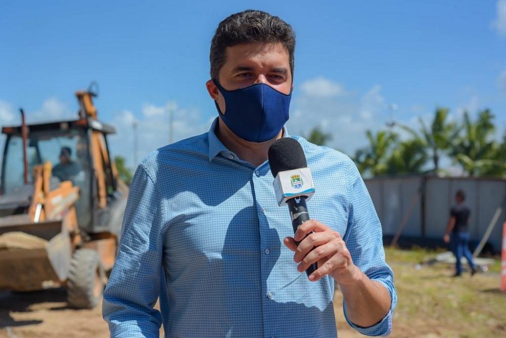 Rui Palmeira vistoria obras no Centro Pesqueiro em Maceió