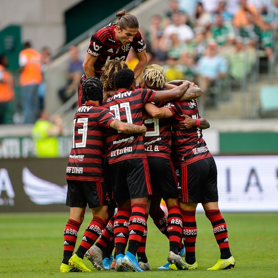 Flamengo bate recordes e vence Palmeiras por 3 a 1
