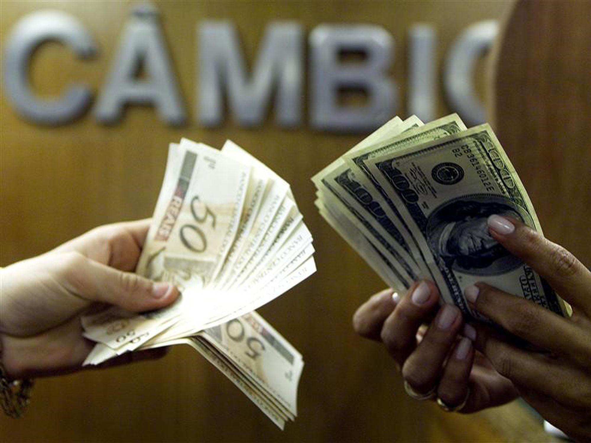 Dólar opera em alta de 0,53% e passa dos R$ 5,93