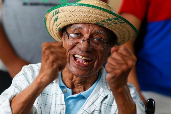 Projeto Adote Um Idoso leva literatura e afeto para abrigos de Maceió
