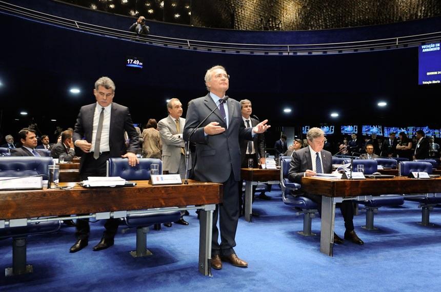 """Análise da Veja: governo naufraga pela falta de um """"Renan para toda obra"""""""