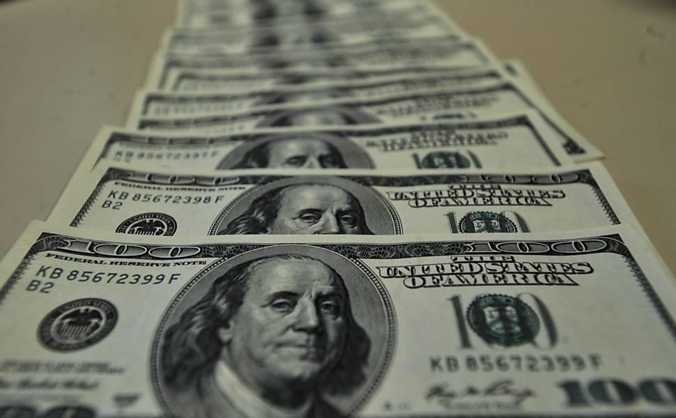 Dólar cai pelo 2º dia e fecha a R$ 3,729
