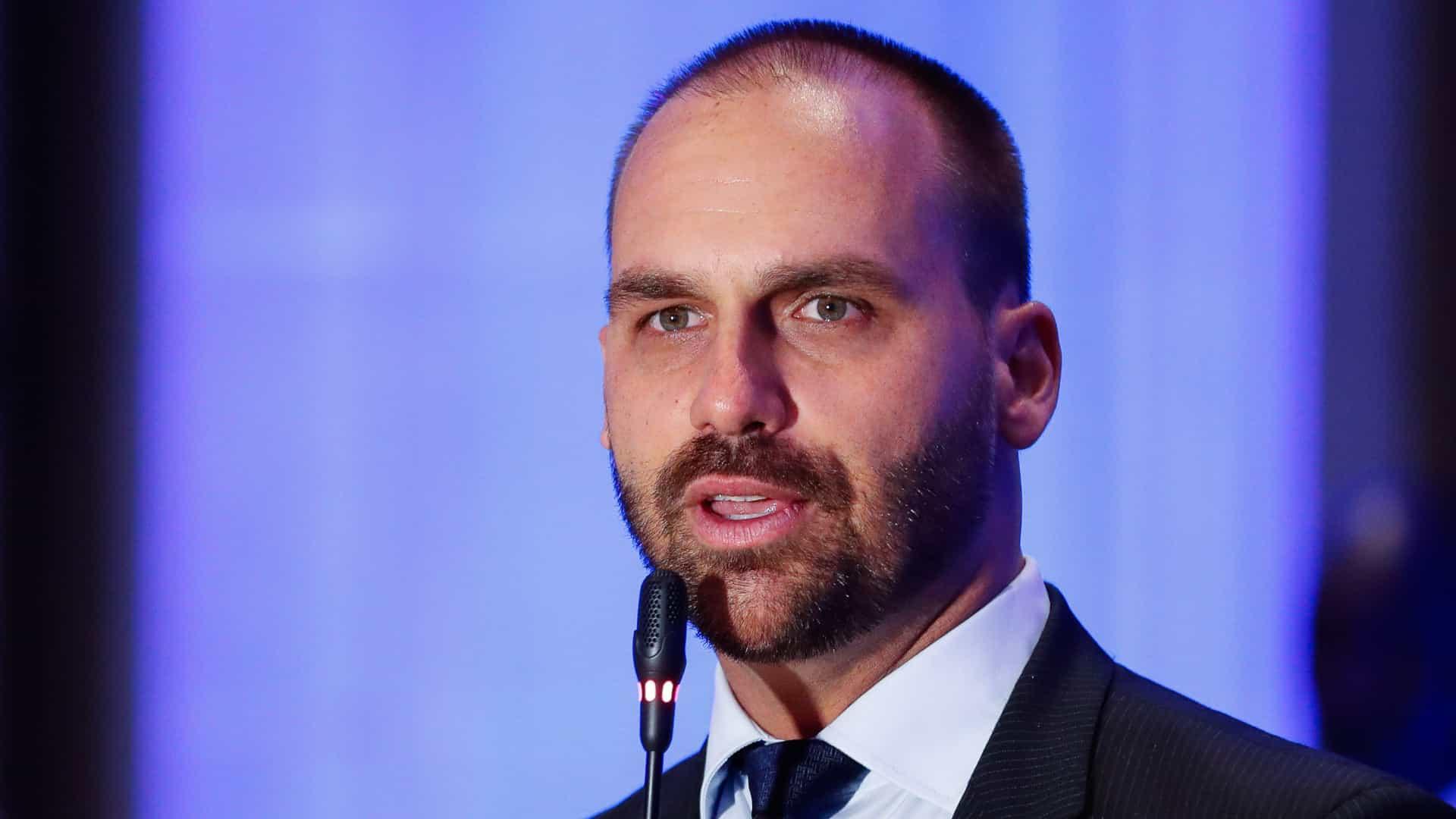 Eletrobras: Eduardo diz que assinou contra privatização por engano