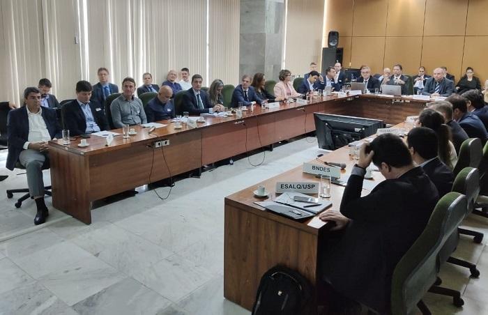 Em reunião, CNA e Ministério da Agricultura discutem crédito e seguro rural