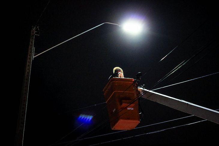 Campos e quadras terão iluminação reduzida para evitar aglomerações