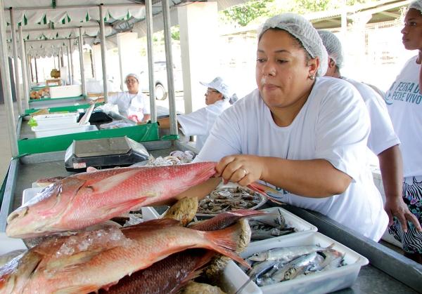 Tradicional Feira do Peixe vivo gera renda e oferece qualidade dos produtos