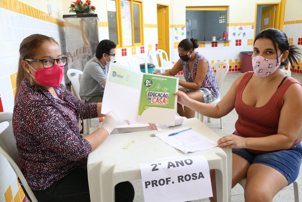 Marechal inicia entrega de apostilas para alunos da rede municipal de ensino