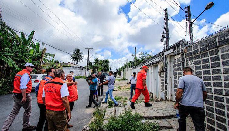 Governo libera verba para casas atingidas por rachaduras em Maceió