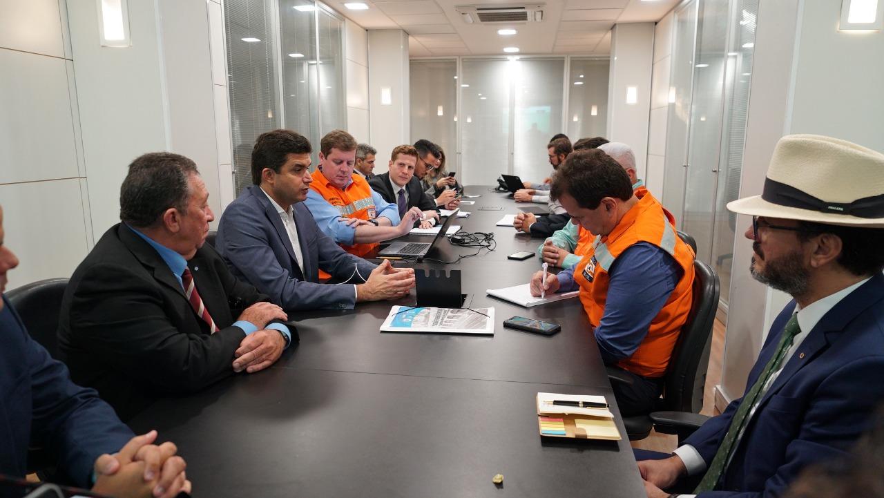 Rui Palmeira apresenta proposta de moradia em reunião