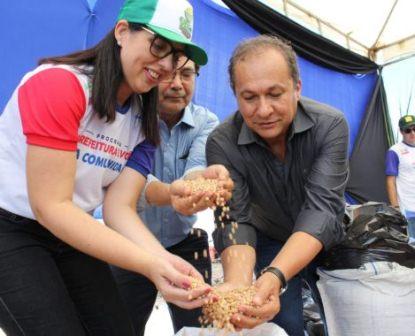 Trabalhadores de Campo Alegre recebem as sementes para a 5ª Edição do Projeto Barriga Cheia