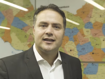 Renan Filho usa o Twitter para se posicionar contra o ministro de Bolsonaro