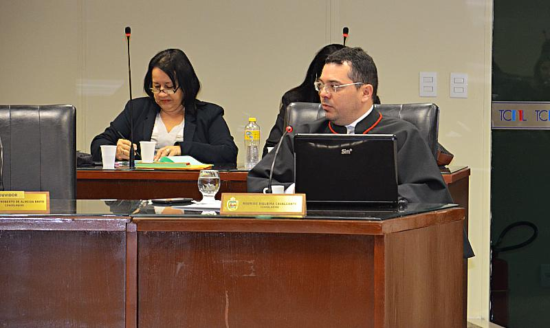TCE/AL alerta governo de Alagoas por despesa com pessoal acima do limite