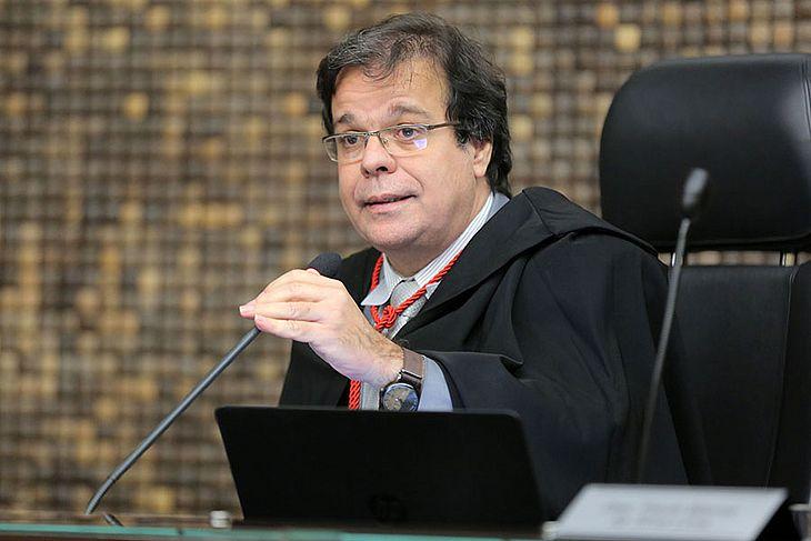 Presidente do TJ determina retorno imediato de Gilberto Gonçalves à prefeitura de Rio Largo