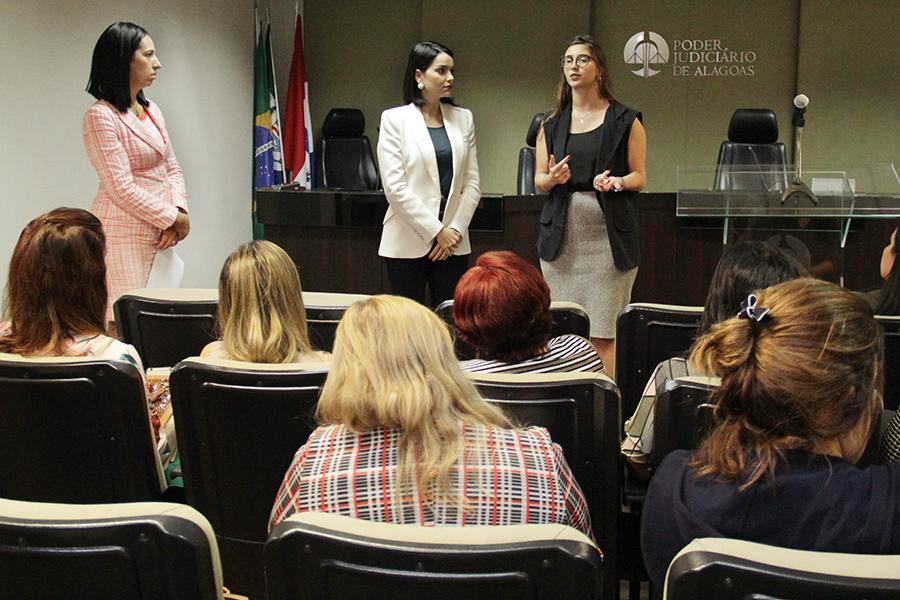 TJAL discute ações para o Agosto Lilás em parceria com órgãos do Estado