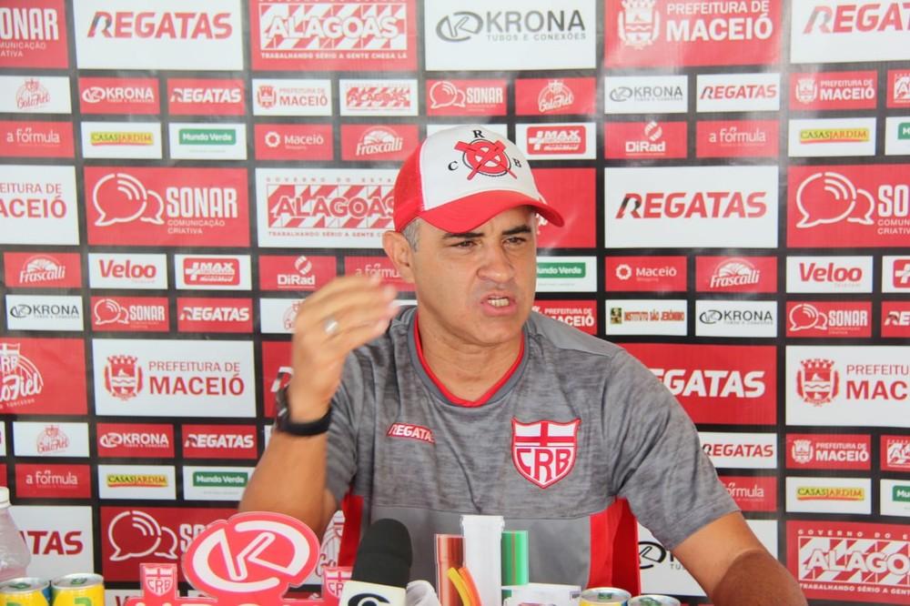 Chamusca indica que não vai escalar time com Léo Ceará