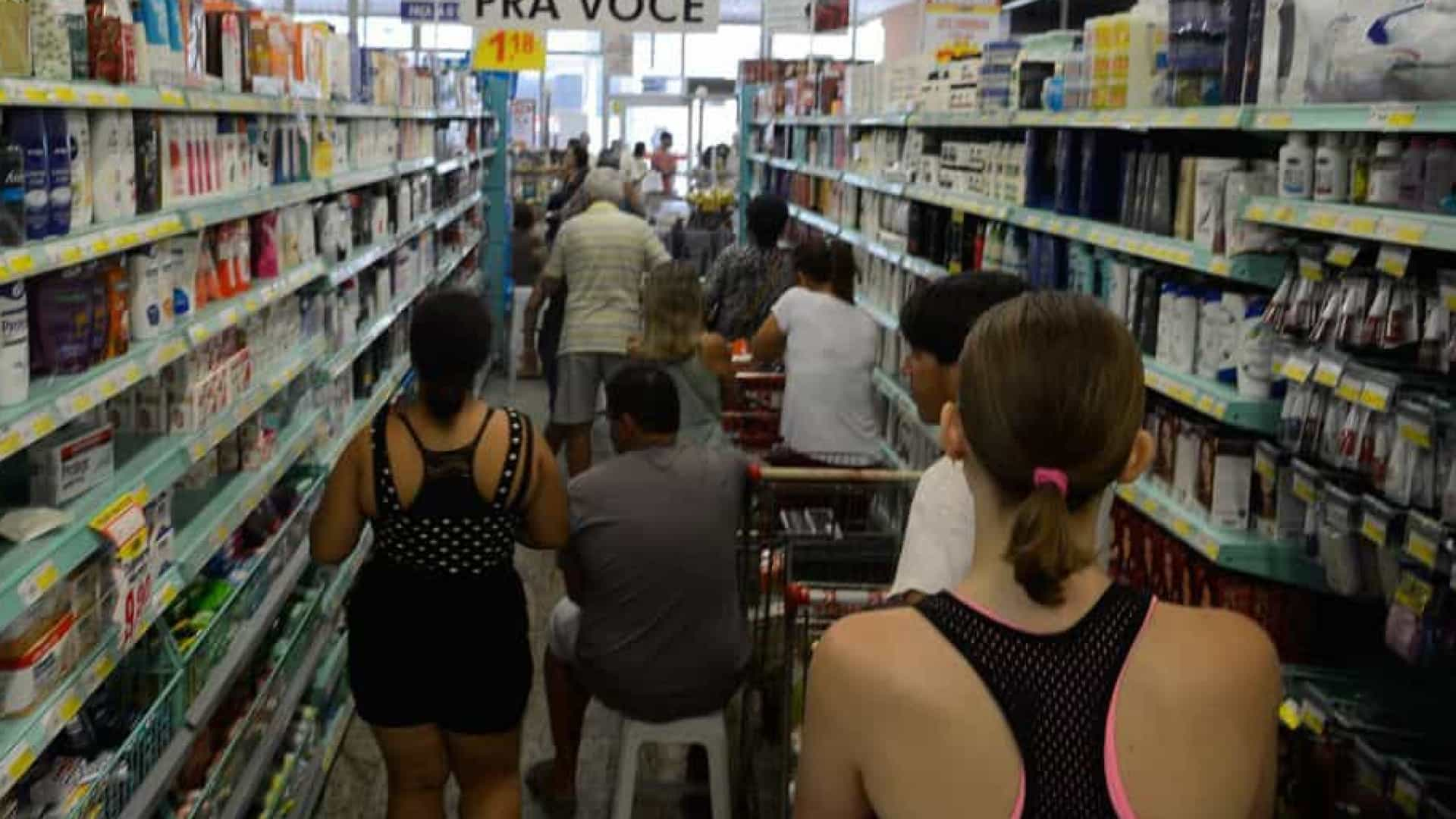 Confiança do empresário do comércio recua 1,1% em julho, aponta CNC