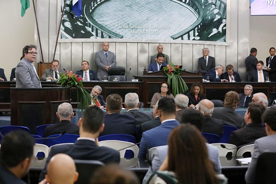 ALE celebra entrega de 40 mil títulos de propriedade pelo programa Moradia Legal
