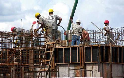 Empresários da construção civil seguem com obras na parte baixa de Maceió ignorando recomendação de sindicato