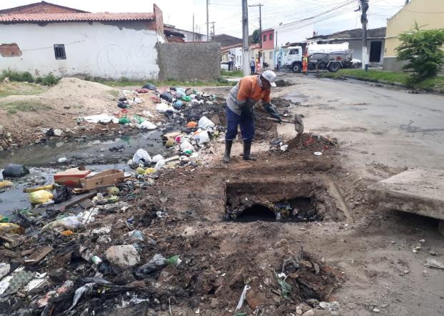 Descarte irregular de lixo pode gerar multas que vão de R$ 120,00 a R$ 30 mil