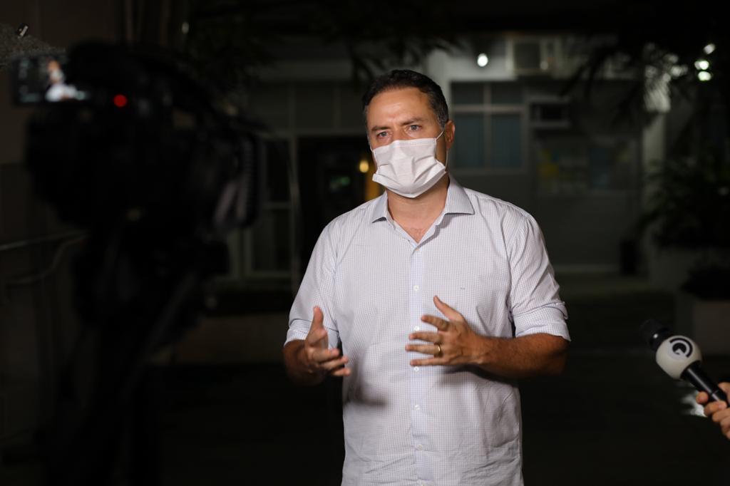 Já estou com vergonha de cobrar os 30 respiradores, diz Renan Filho