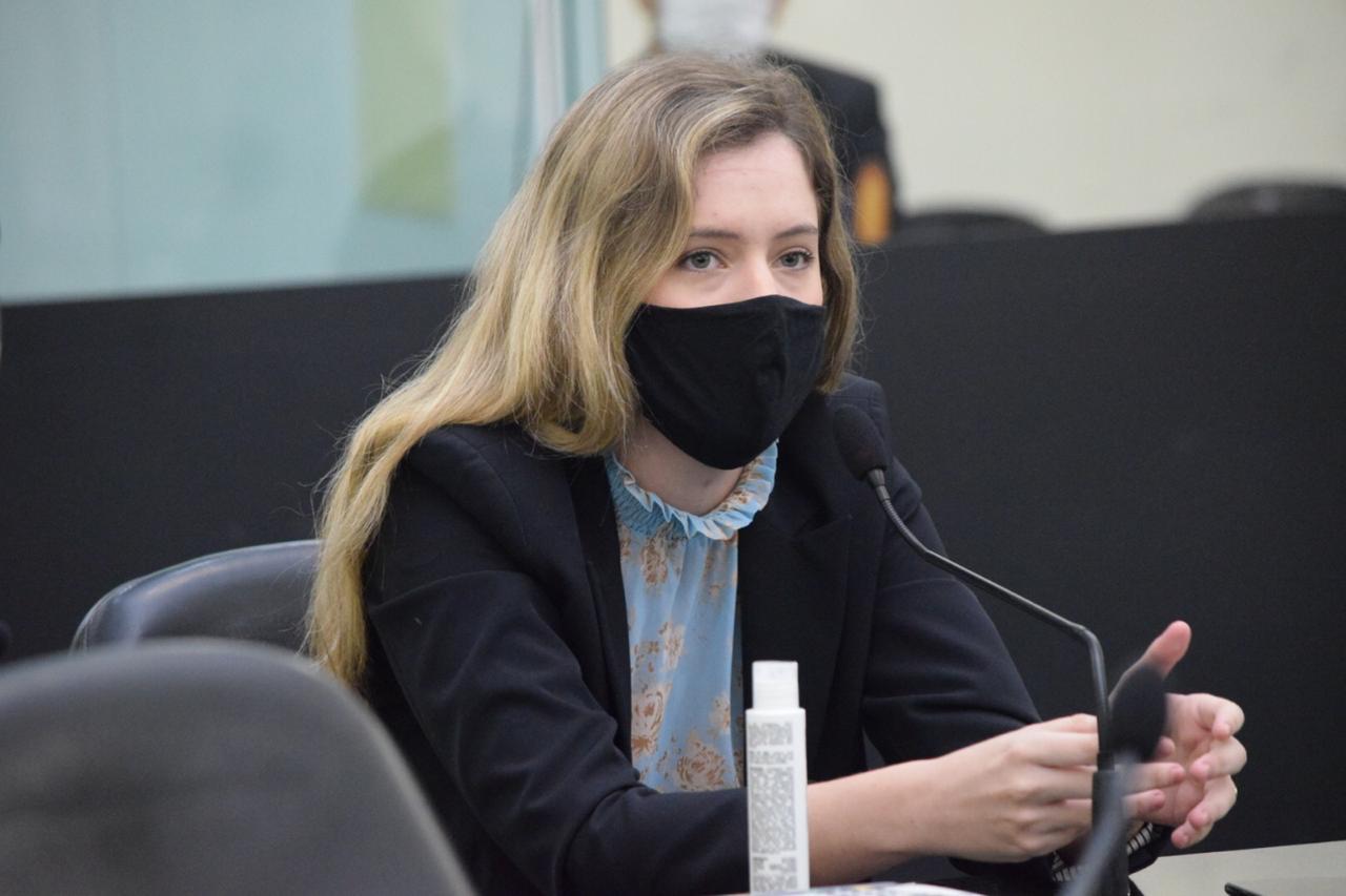 Deputada volta a cobrar do Governo estadual pagamento do auxílio merenda