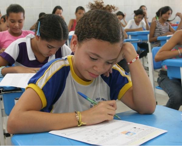 80 mil estudantes serão beneficiados por programa de alfabetização