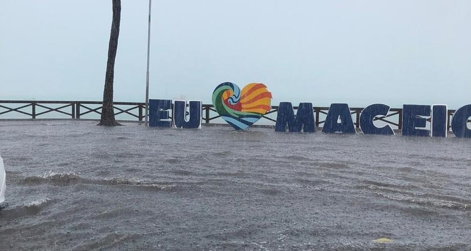 Previsão de Chuvas Intensas para a Região de Alagoas
