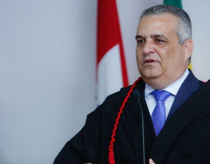 """O """"não-político"""" vira favorito na disputa pela prefeitura"""