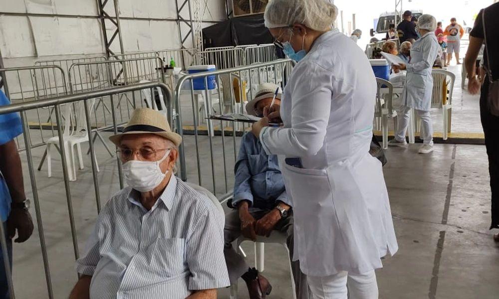 Primeiro dia de vacinação é marcado por congestionamentos em Maceió