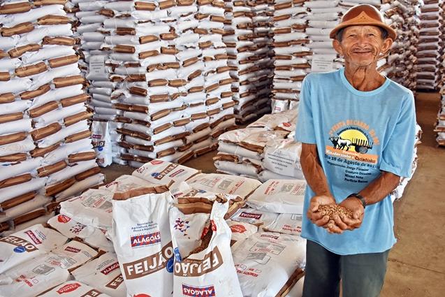 Renan Filho garante retomada do programa de sementes